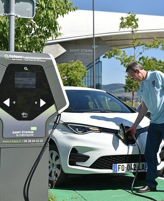 Borne de recharge pour voitures électriques